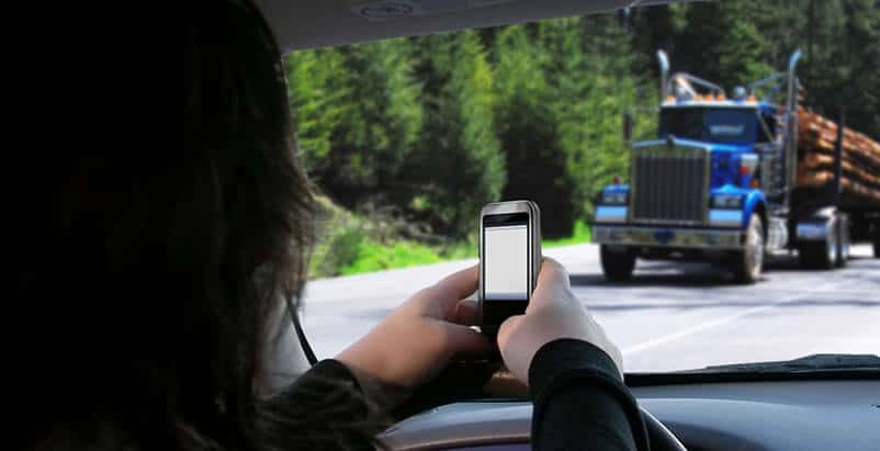 Chicago Truck Accident Lawyers Helping People Harmed by Distracted Drivers
